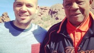 "CALLE 13 FILMA VIDEO ""ADENTRO"" JUNTO AL LEGENDARIO BEISBOLISTA WILLIE MAYS Puedes verlo aquí: http://www.youtube.com/watch?v=HZ7mt30A6aY El vídeo fue grabado entre Arizona, la Barriada Morales de Caguas Puerto Rico y..."