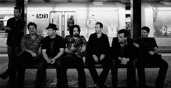 LA GIRA 'SOMEWHERE UNDER WONDERLAND' DE COUNTING CROWS LLEGA A BARCELONA Counting Crows visitarán la sala Razzmatazz de Barcelona el martes 7 de julio. La banda liderada por Adam Duritz presentará...