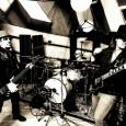 """Supersonic Blues Machineanuncian su primera cita europea en vivo y aprovechan para publicar un nuevo vídeo del tema""""Remedy"""", en el que participa un buen puñado de estrellas del mundo delRock […]"""