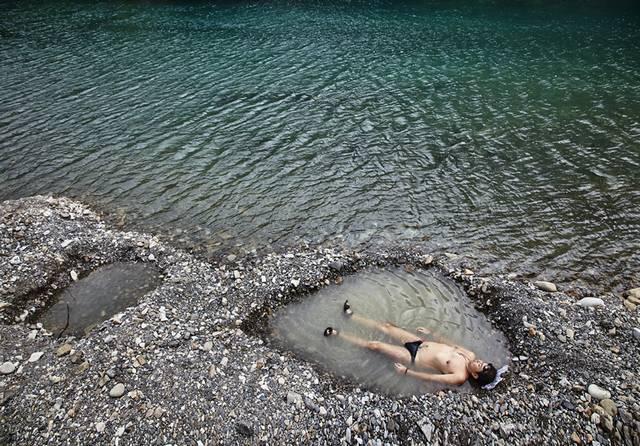 En Kawayu Onsen el agua termal burbujea a la superficie del río Oto. Kumano kodo. Wakayama. Japon
