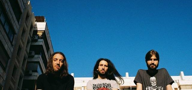 Entrevista a Grim Comet: El buen sabor del rock Por Alberto García-Teresa 'Afterlife' es el nuevo plástico de Grim Comet; recién salido del horno. Sobre él, sobre el nuevo espectro […]